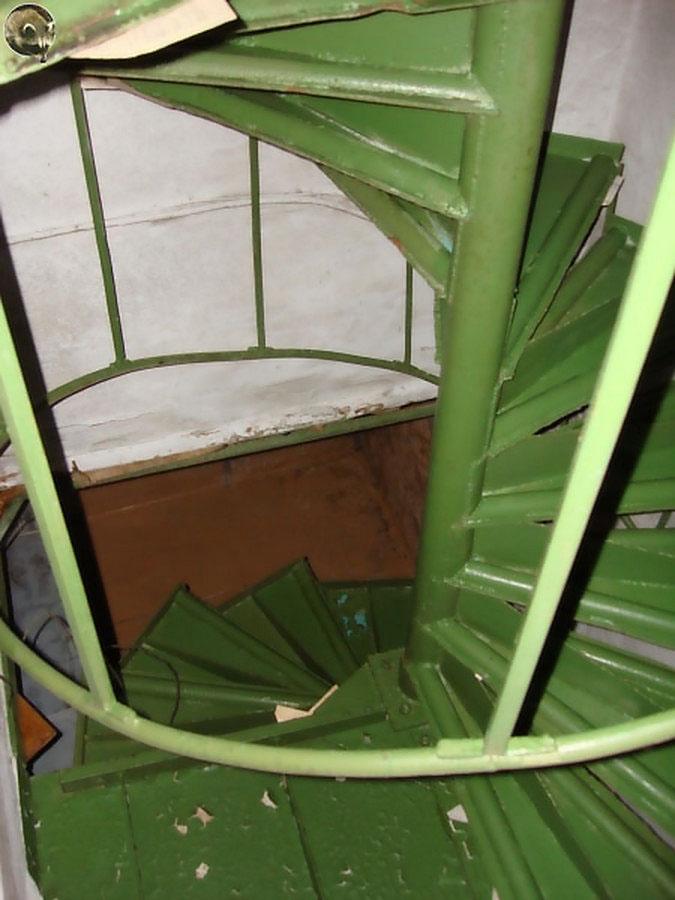 Винтовая лестница в башню управления пароходства. Фото Руслана Кауцмана.