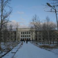 На  снимке: Дебинская больница