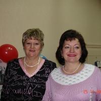На снимке справа: главная медсестра  Л.В. Воронкова.