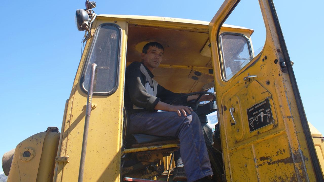 Тракторист Дайнаб Мамаджанов.