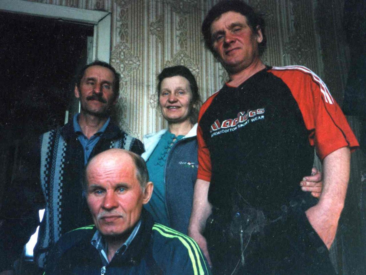 Семья Цветковых (справа налево) - Николай, Галина Александровна Алексеева (Цветкова), Александр и Владимир.