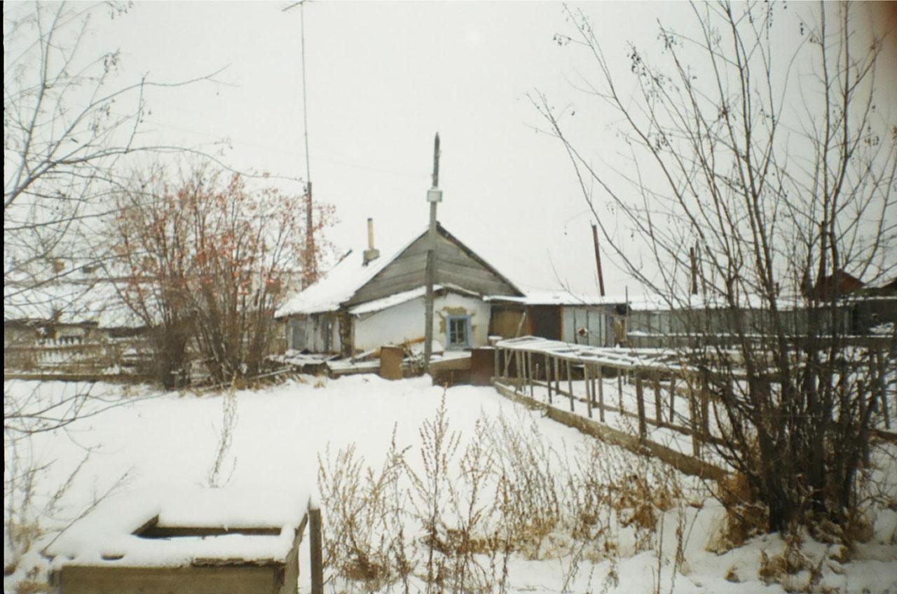 В этом памятным многим домике Федосовых жила семья Цветковых до отъезда в Магадан.