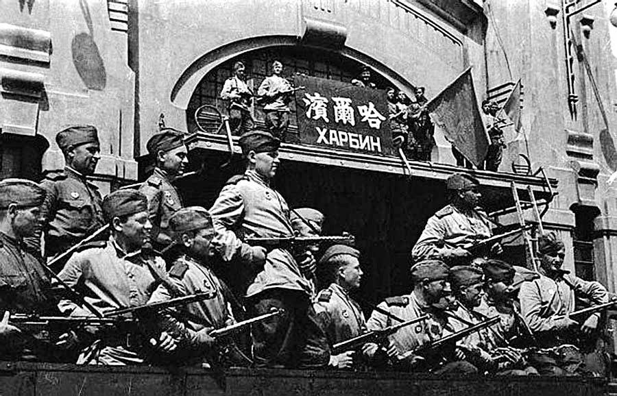 Маньчжурия. Советские войска в Харбине. 1945 год.