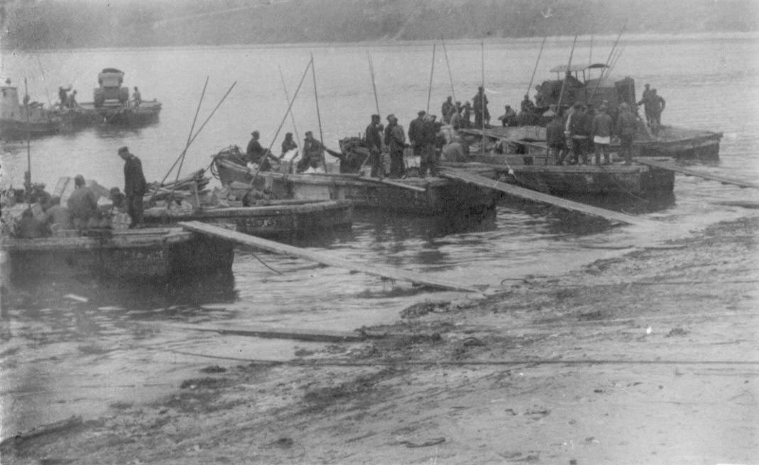 Разгрузка пароходов кунгасами в бухте Нагаева. Начало 30-х годов ХХ-го века.