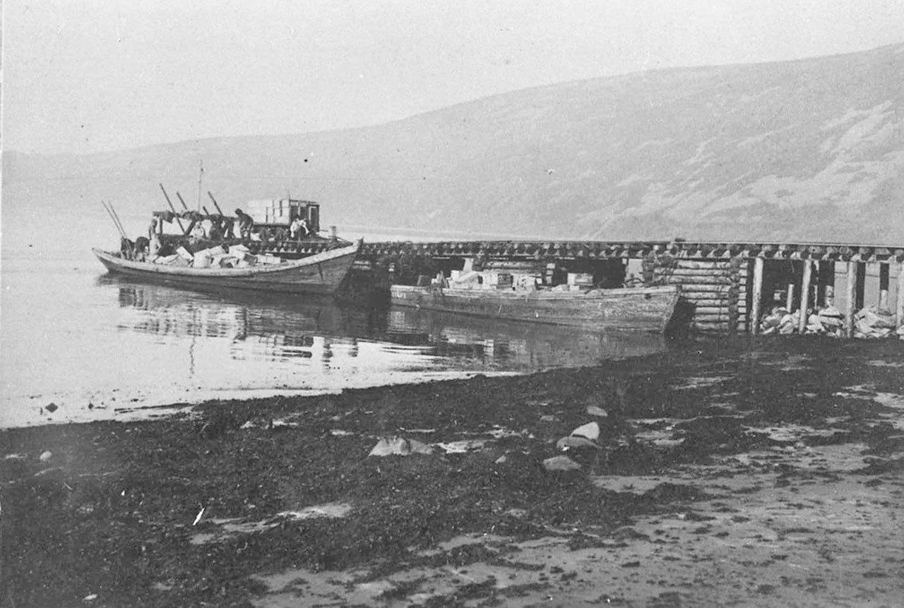Разгрузочная дамба. Бухта Нагаева. 30-е годы ХХ-го века.