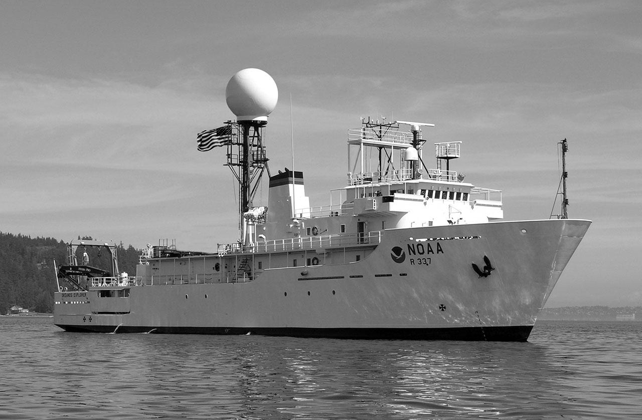 Гидрографическое судно США типа «Сюрвейер» Национального управления океанических и атмосферных исследований (NOAA).