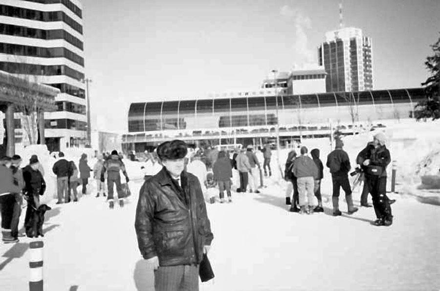 Магаданцы на улице Анкориджа. Март 1994 года.