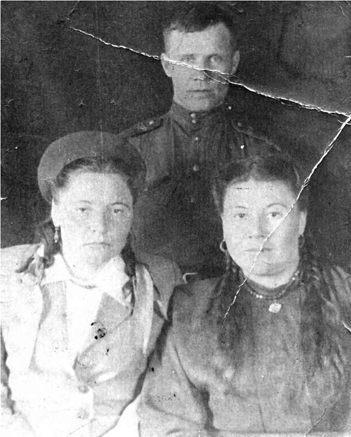 Алимова Мавсиля Халиковна слева.