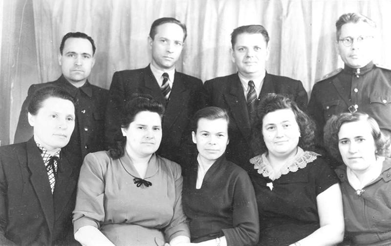 А.Ф. Ларионова среди сотрудников Управления КГБ при Совете Министров СССР по Магаданской области. 21-го февраля 1959 года. Фото из архива семьи Ларионовых.