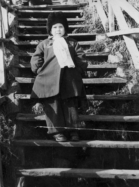 На лестнице к поселку Березовый мыс.
