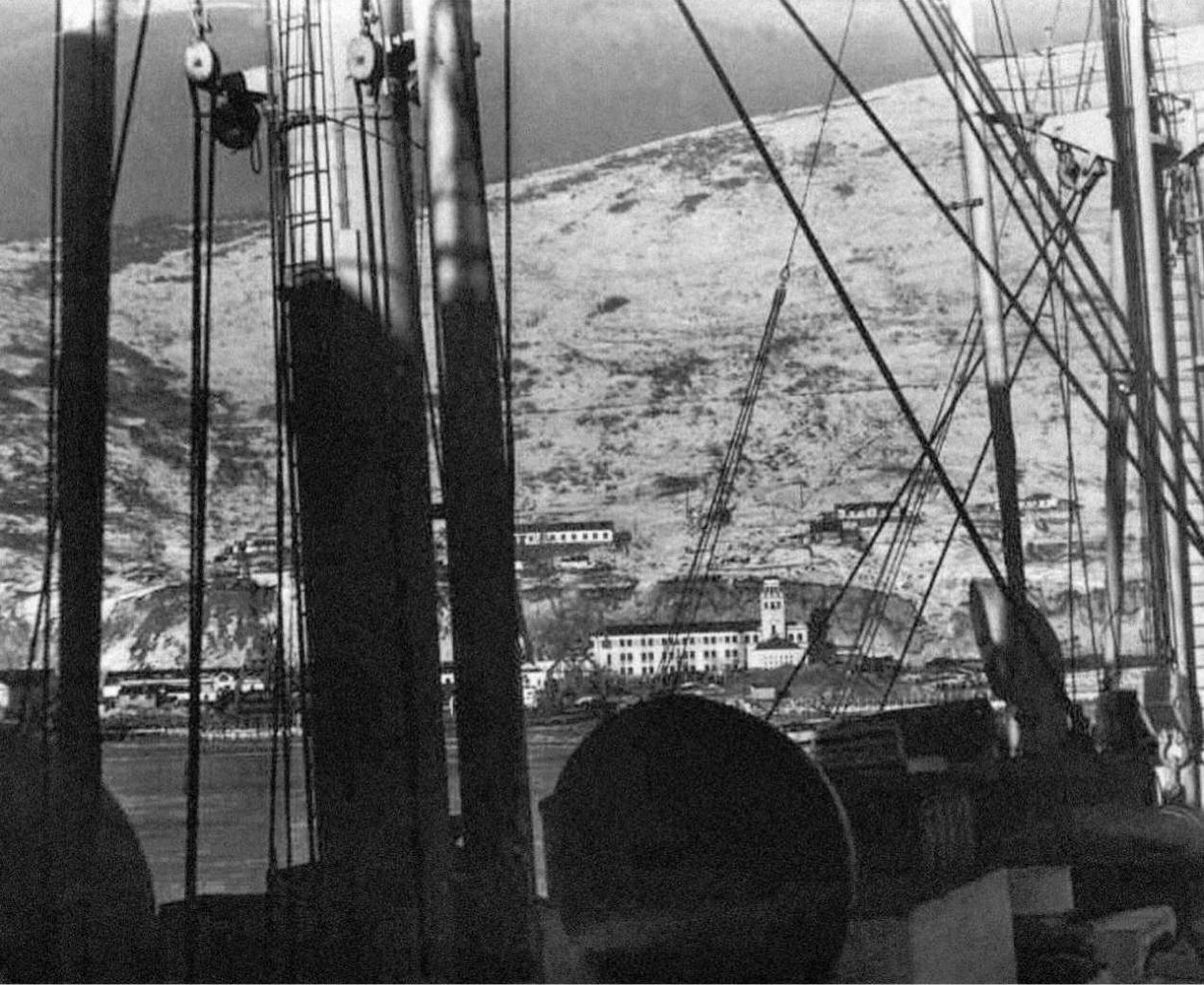 Магадан. Морской торговый порт.