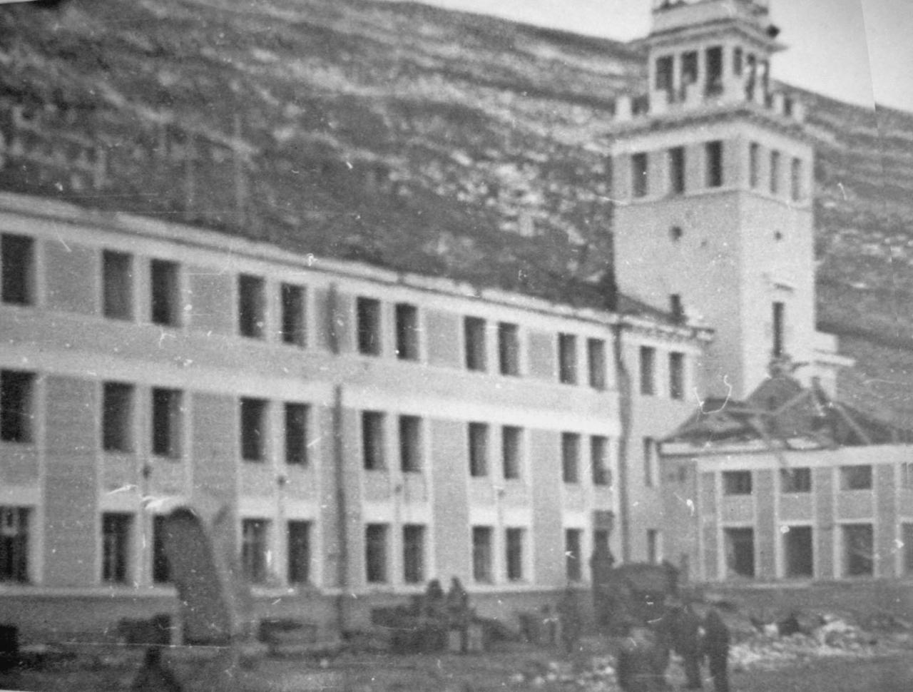 Декабрь 1947 года. Магаданский морской торговый порт после взрывов пароходов.