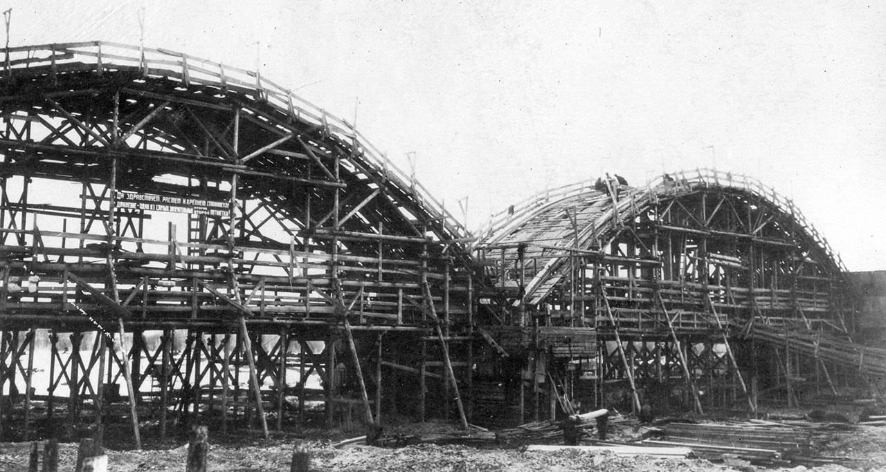Строительство моста через реку Берелёх.