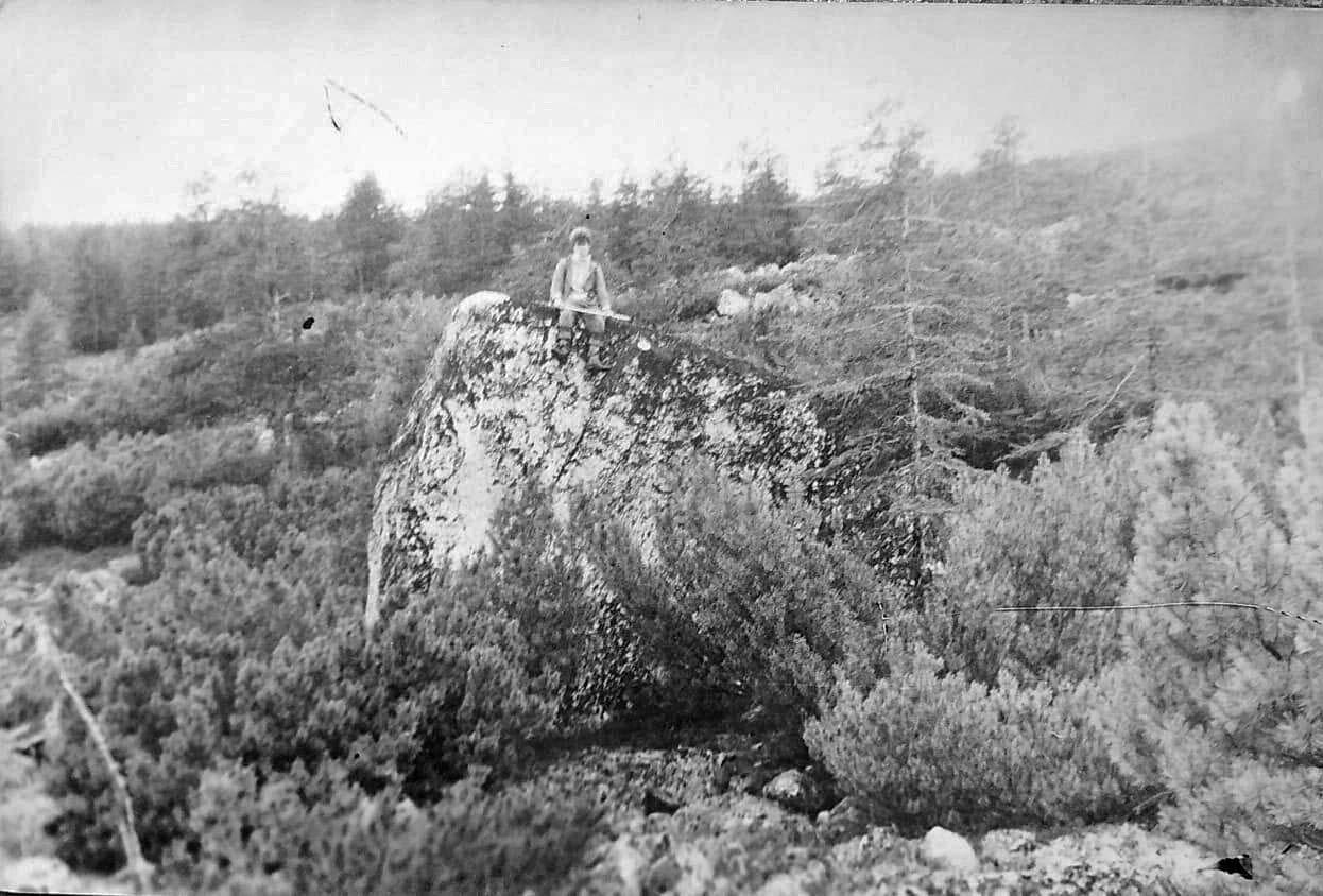 Спускаемся с перевала к Лебединому. Из архива Валерия Мусиенко.