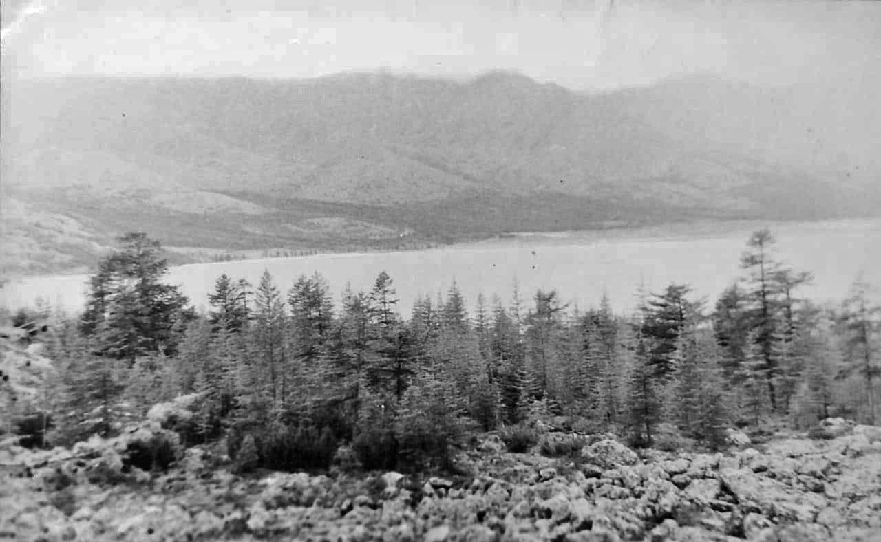 Озеро Эльгенья с перевала. По дороге с озера Эльгенья, на озеро Лебединое. Из архива Валерия Мусиенко.