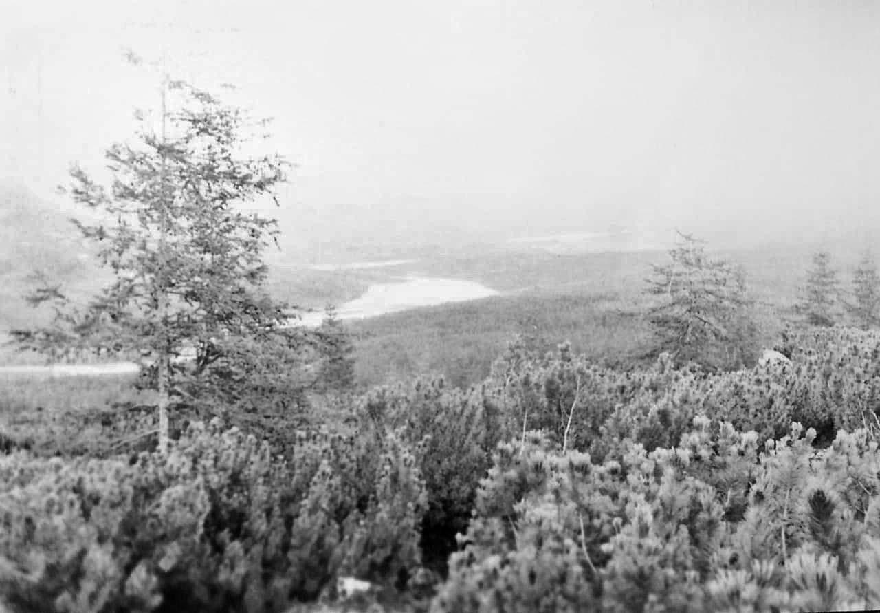 Вид на Восьмиозерку с перевала. Из архива Валерия Мусиенко.