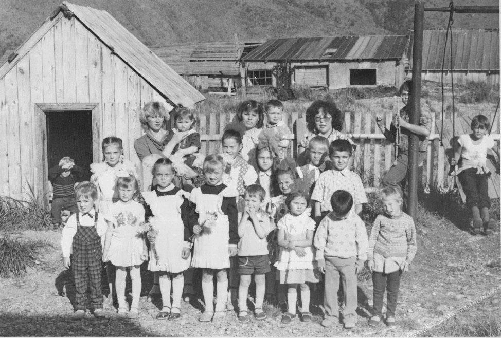 На территории детского сада посёлка Атарган. 1988-1990 годы.