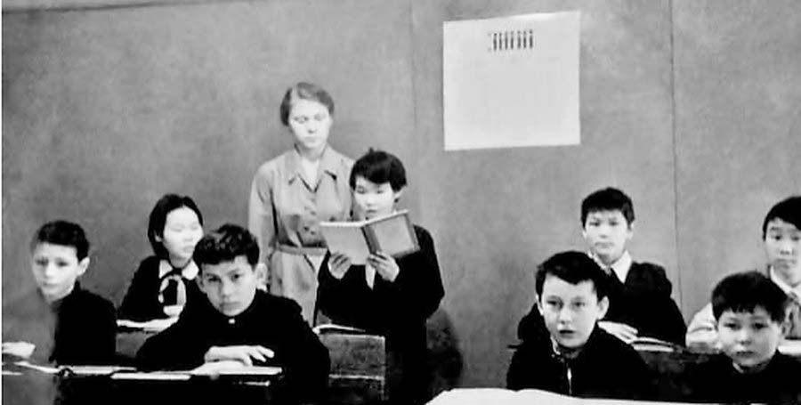 Посёлок Бараборка. Лесная оздоровительная школа-интернат. Урок чтенния. 1964 год.