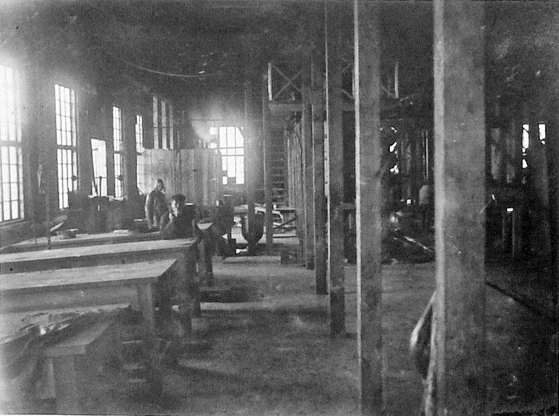 «Дельфиний завод». Зал разделки морзверя. 1932 год.