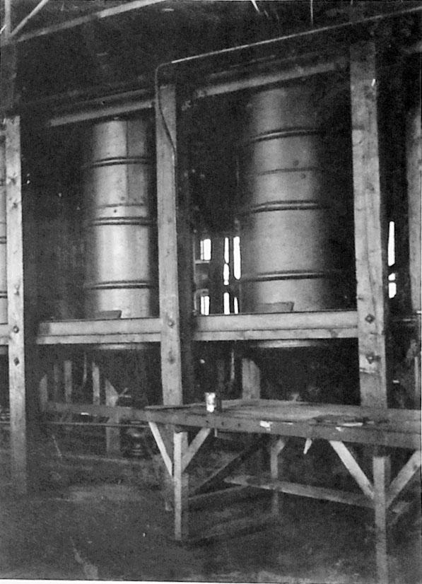 «Дельфиний завод». Автоклавы емкостью до центнера каждый. 1932 год.