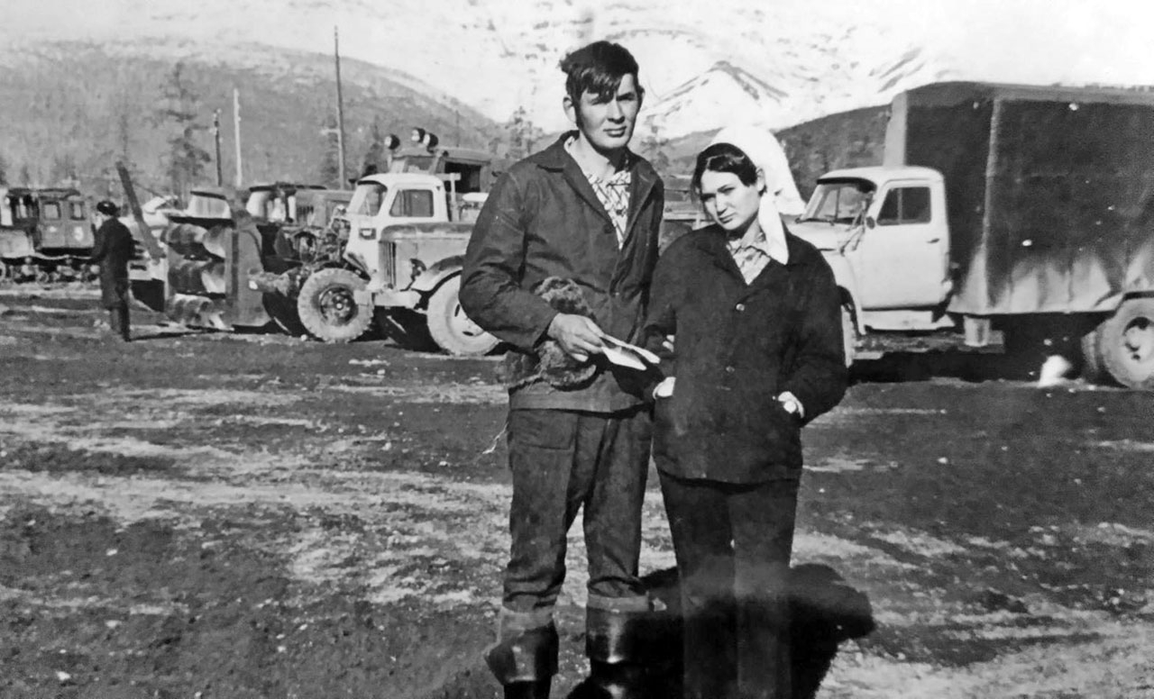 Посёлок Верхний Балыгычан. Территория гаража дорожников. 1971 год.