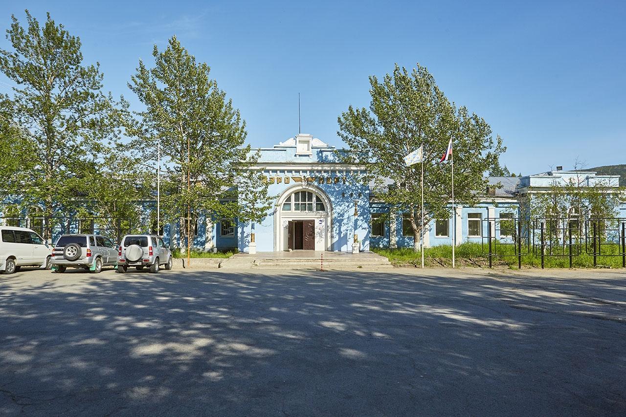 Здание аэровокзала на 13-м км, ныне здесь размещается филиал Магаданский ОАО НПК ПАНХ.