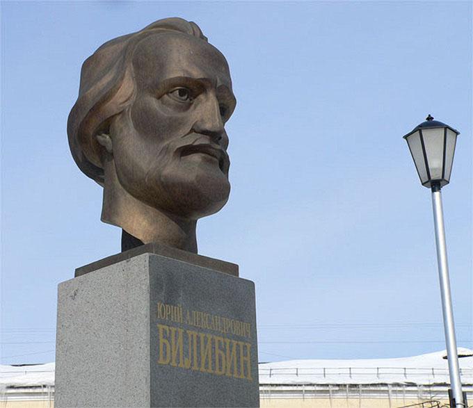 Бюст Билибина в сквере у СВКНИИ ДВО РАН