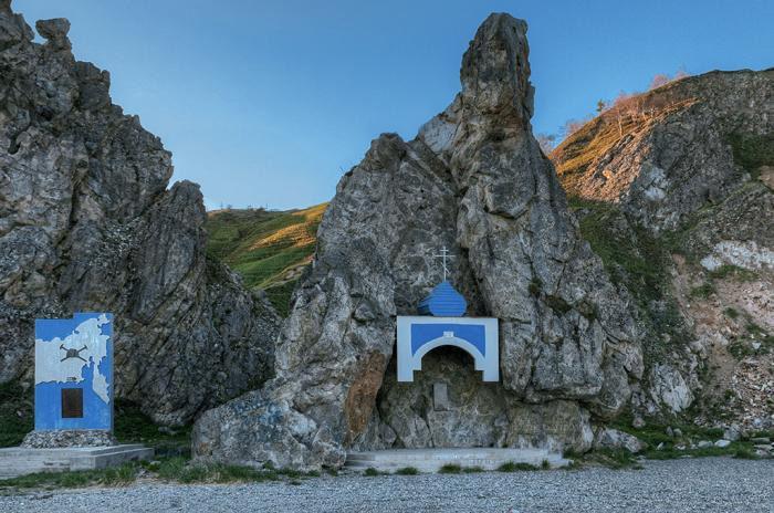 Памятник на месте высадки Первой Колымской экспедиции