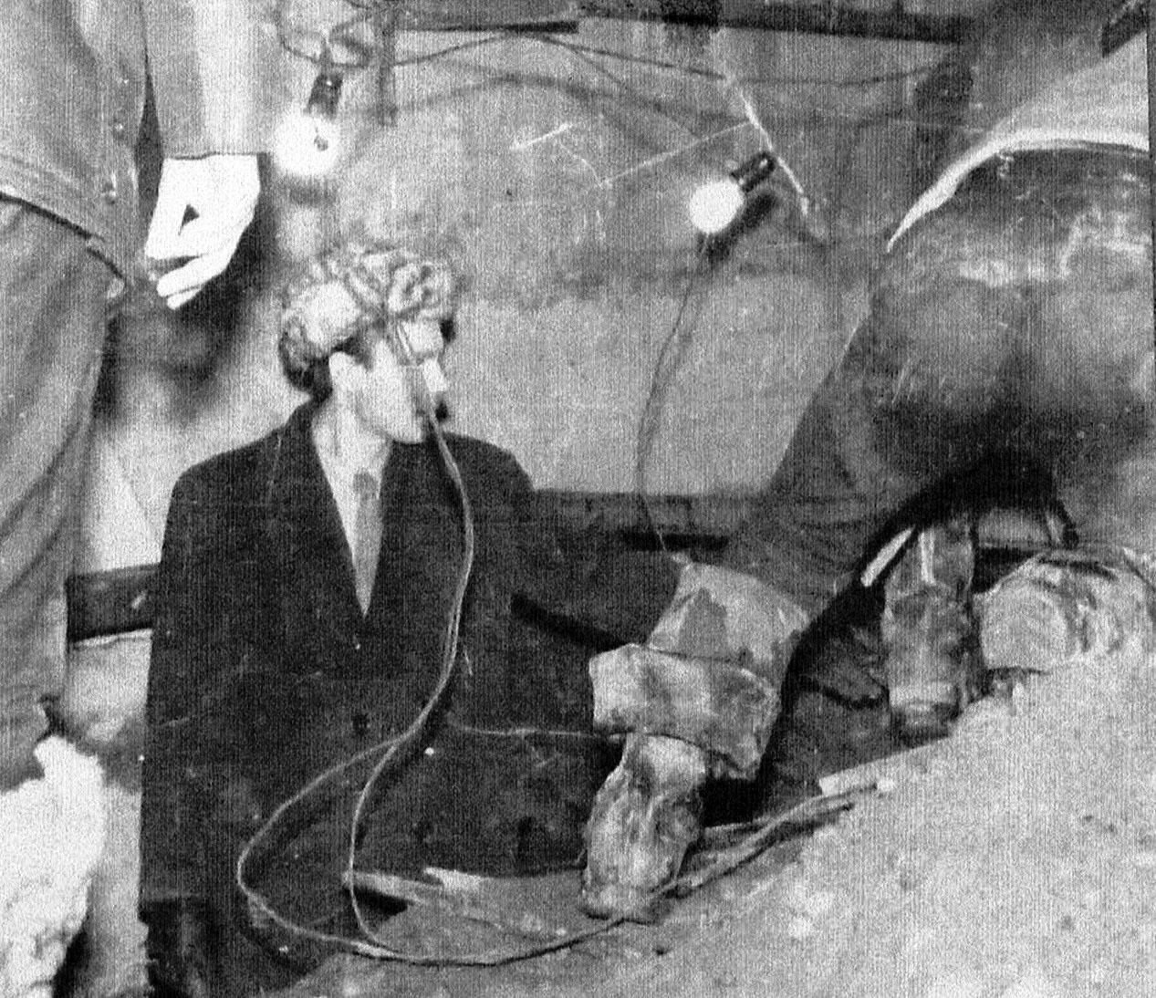 Работы по укреплению фундамента. Магадан, начало 1970-х годов.