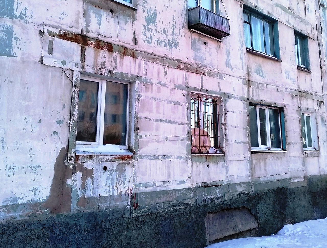 Фасад жилого дома по Берзина 21, январь 2019 года.