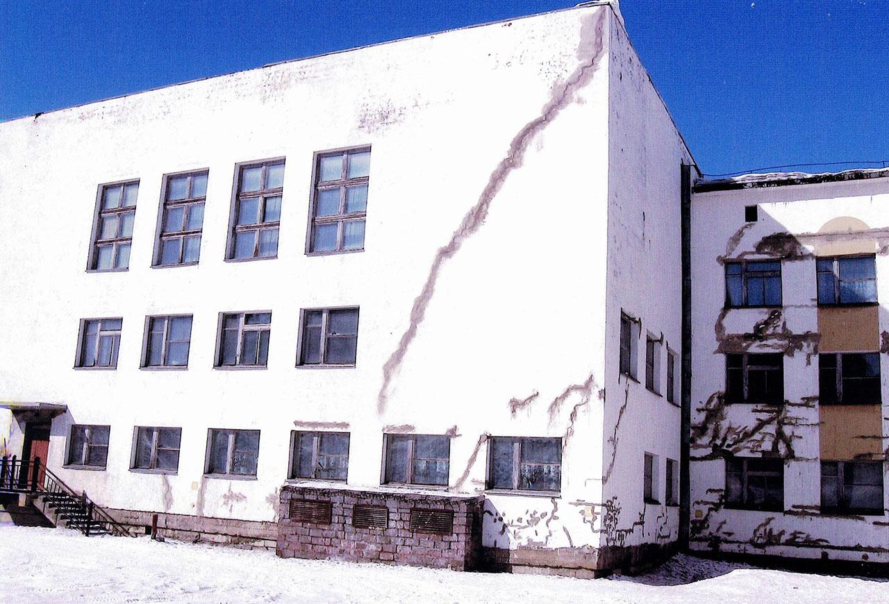 Школа в посёлке Дукат.