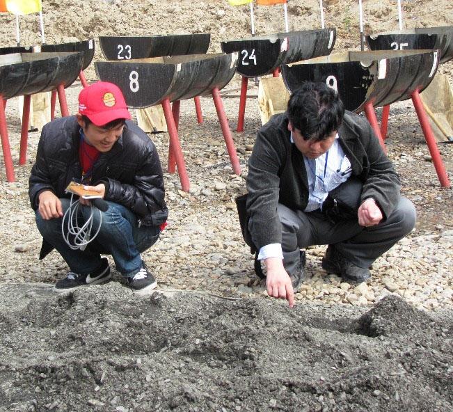 Представители японской Эн-Эйч-Кей в поисках золота