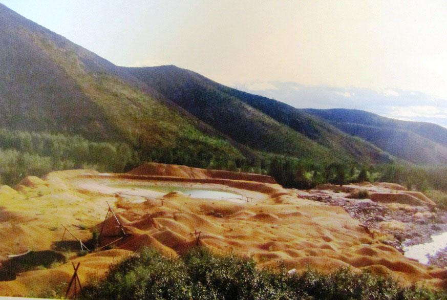 Хвосты (отвалы песка) обогатительной фабрики. 1997 год.