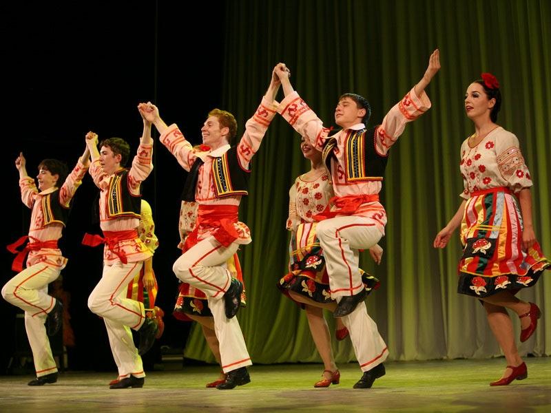 Сырба. молдавский и румынский народный хороводный танец.