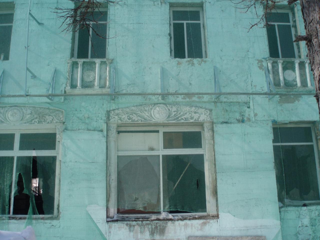 Проспект Ленина, 16. Фрагмент главного фасада, 2009 год.
