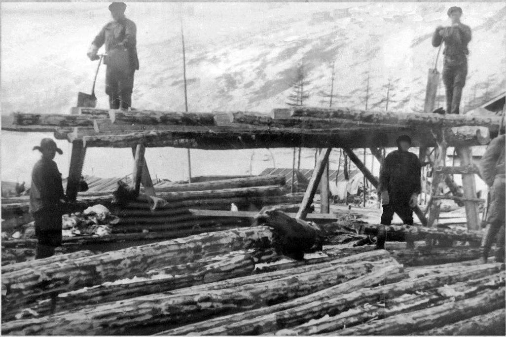 Заключенные на строительстве складов Дальстроя вдоль бухты Нагаева, 30-е годы ХХ-го века.