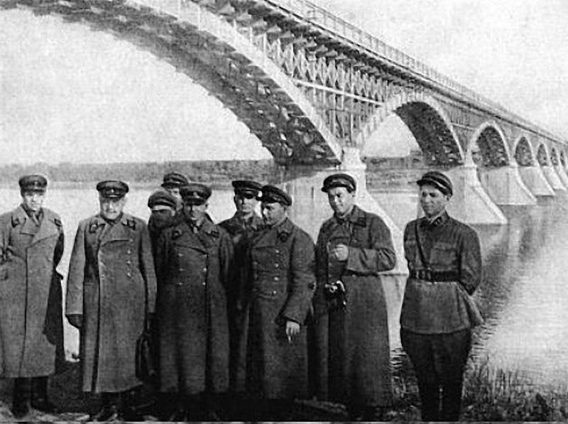 Первый мост через реку Колыму. 1937 год.