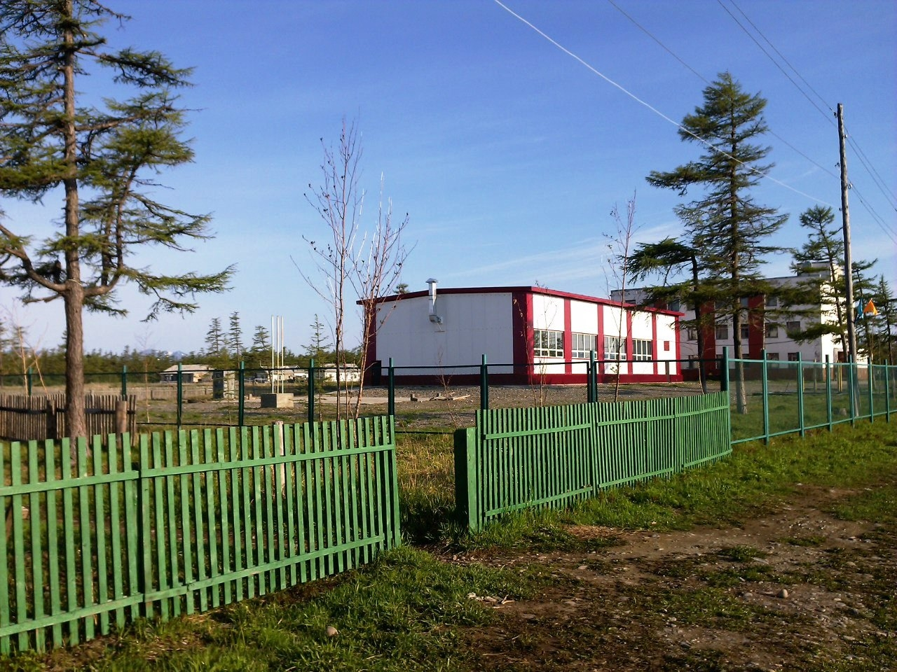 Школа в селе Тахтоямск. Фото из архива Владимира Могучего.