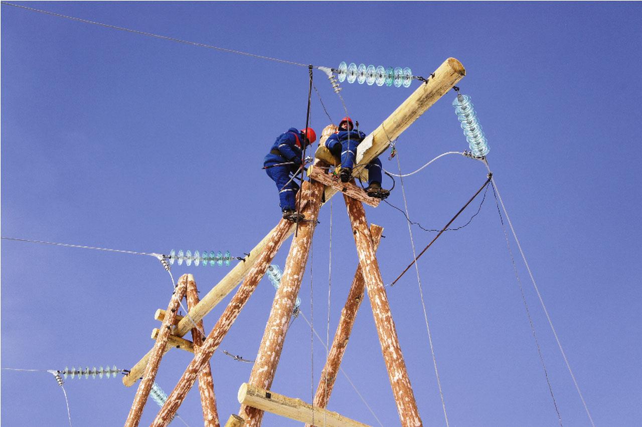Бригада линейщиков 1 РЭС на ремонте ВЛ.