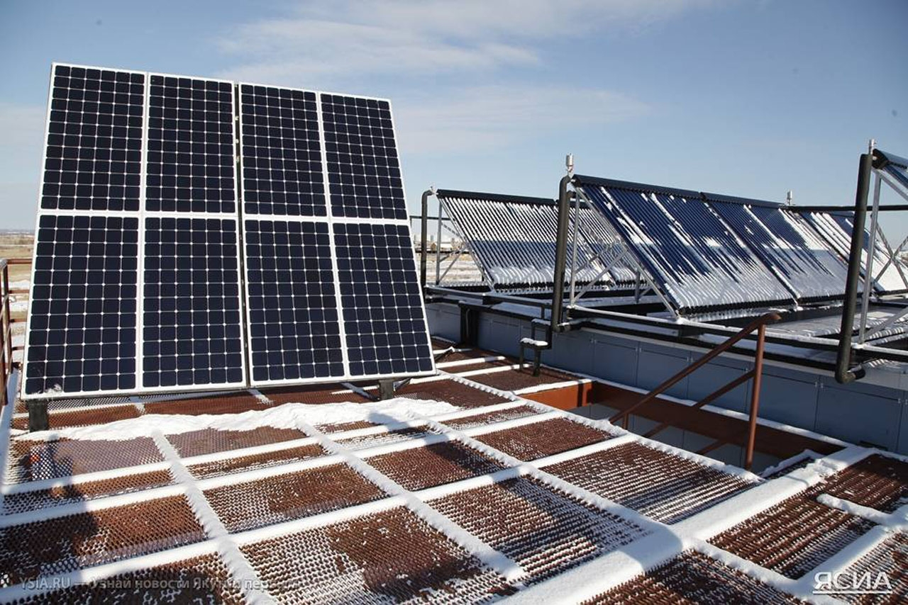 Солнечные батареи на крыше «умного» дома.