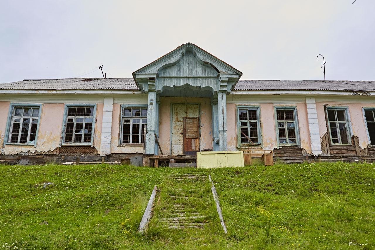 Казарма 749 отдела тыла ТОФ. Вход в ту часть казармы, где жили мичмана и прапорщики.