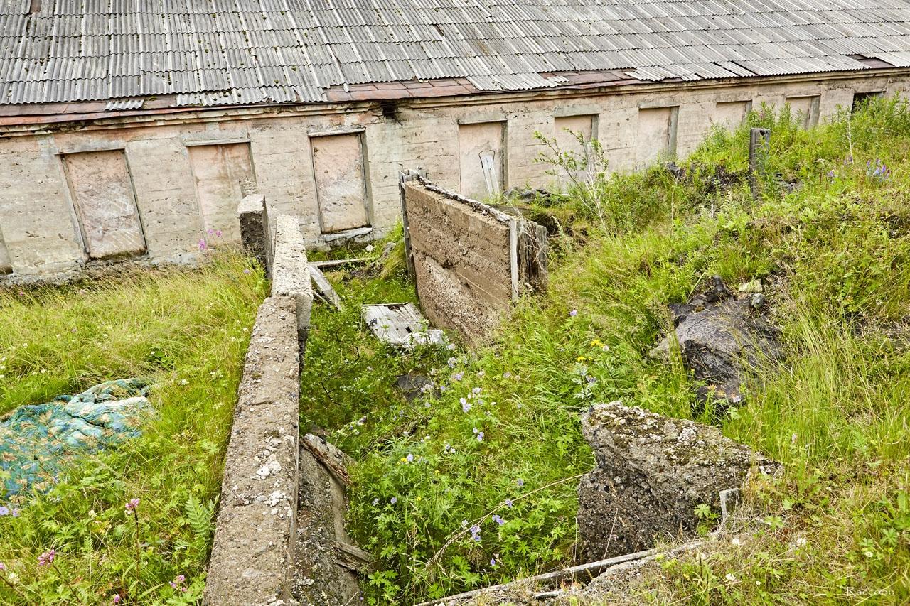 Назначение этого помещения неизвестно, уцелела часть стен. Располагается за торпедной мастерской.