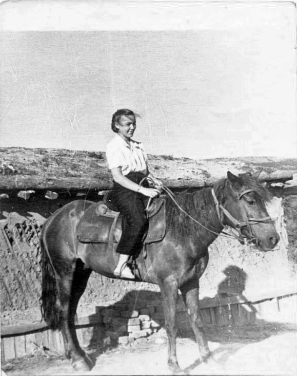 Впереди, на лихом коне... 23/15 км Колымской трассы, 1957 год.
