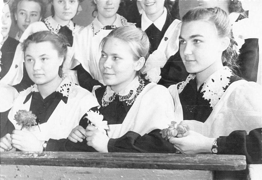 С Олей Лутовиновой и Леной Черемисиной, 1958 год.