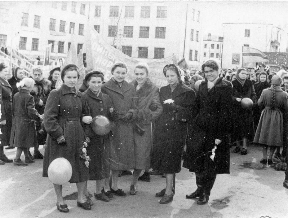 На первомайской демонстрации, Магадан, 1958 год.