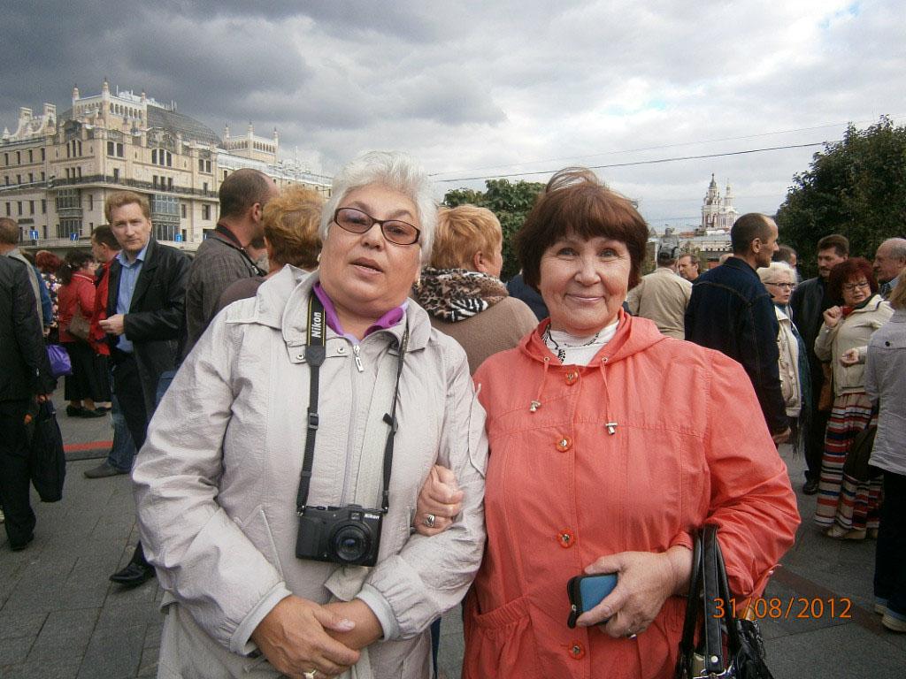 Встреча магаданцев у Большого театра. С Таней Симоновой (Лесняк). Москва, 31 августа 2012 год.