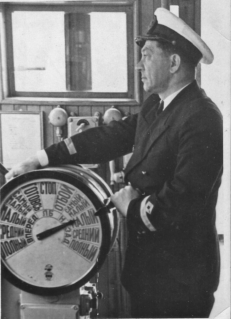 Леонид Андреевич Жежеренко - капитан теплохода «Русь». 1957 год.