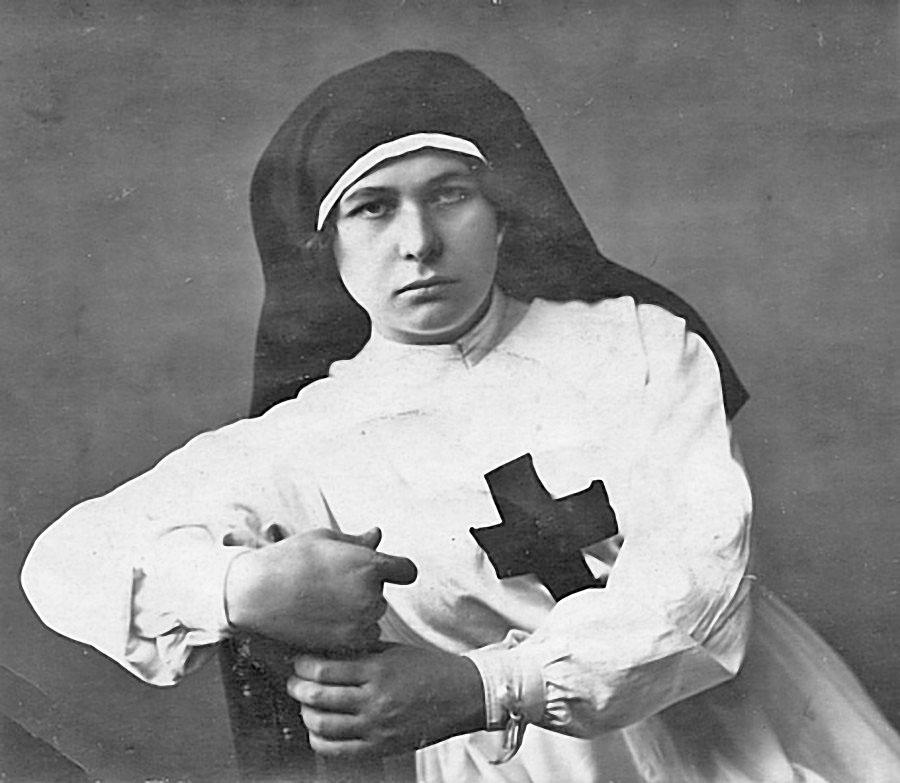 Анна Власовна Бумагина в госпитале Махач-Калы, 1918 год.