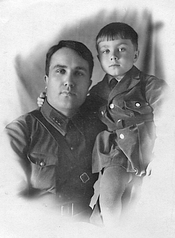 Папа с Гесей. Горький, 1939 год.