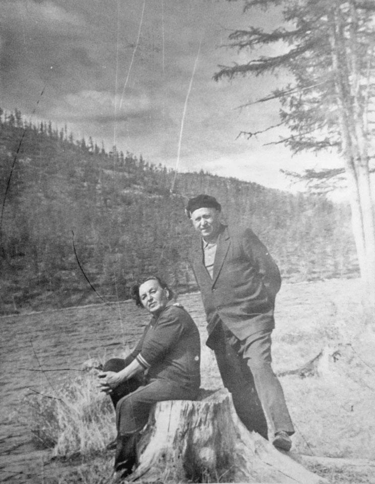 Елена и Абрам Геренштейны на отдыхе. Магаданская область.